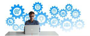 Homem trabalhando representando - Como um ERP otimiza a organização da empresa